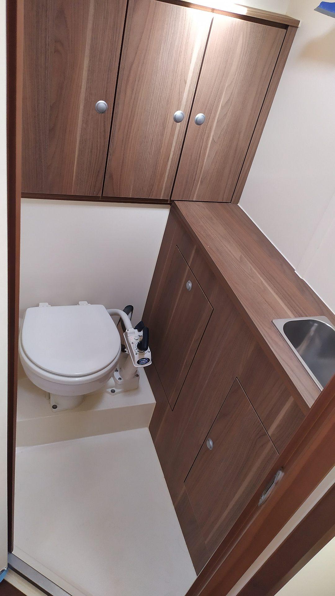 Lorelai-Dehler Varinata-44 bow toilet